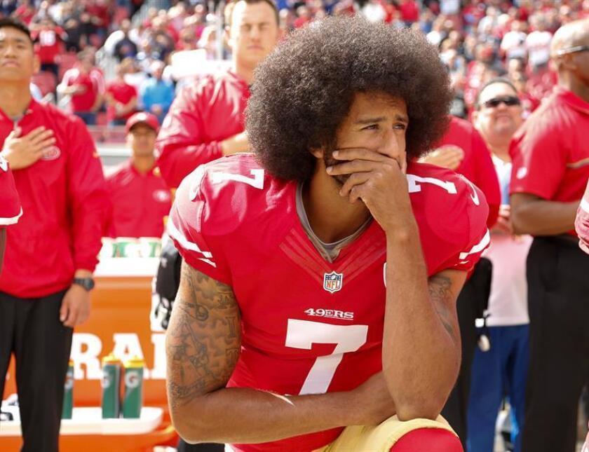 En la imagen, el exjugador de los 49ers de San Francisco Colin Kaepernick. EFE/Archivo