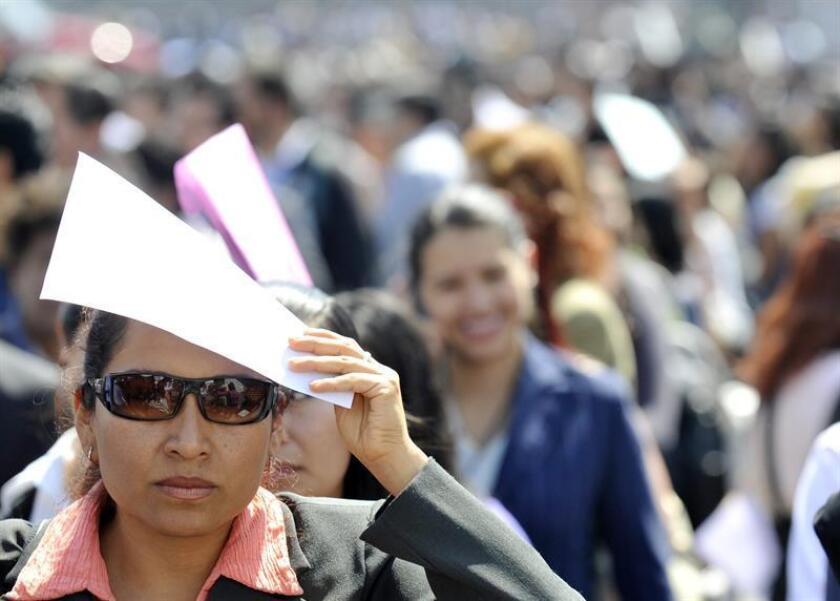 El número de desempleados disminuyó en México en 2016 en 329.372 personas y se situó en 1.911.126, lo que permitió reducir la tasa de paro en siete décimas, hasta 3,5 %, un nivel que no registraba desde 2007. EFE/Archivo