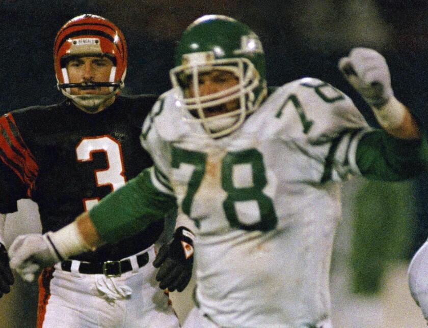 New York Jets' Barry Bennett, right, celebrates after blocking a field goal attempt by Cincinatti's Jim Breech on Nov. 30, 1987.