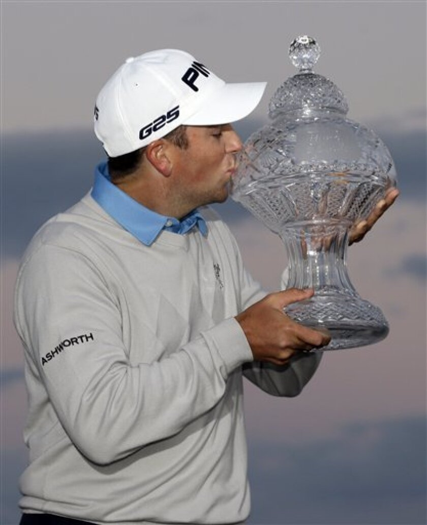 Michael Thompson kisses his trophy after winning the final round of the Honda Classic golf tournament, Sunday, March 3, 2013 in Palm Beach Gardens, Fla. (AP Photo/Wilfredo Lee)