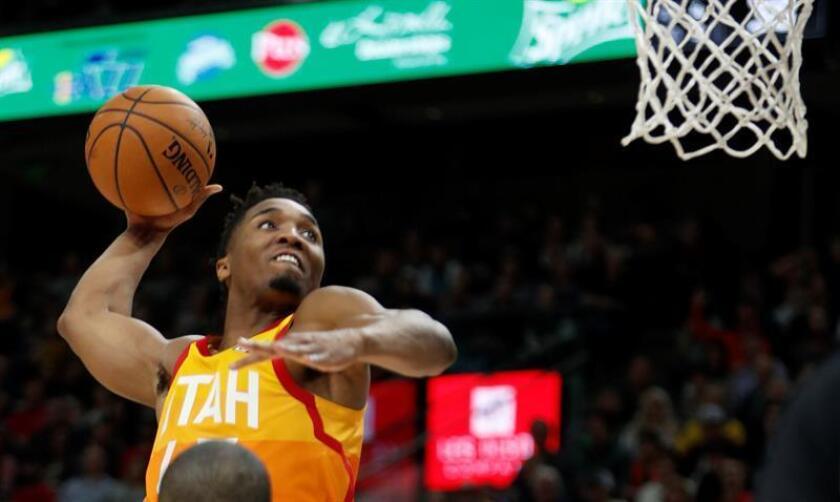 El jugador Donovan Mitchell de los Utah Jazz en acción este sábado durante un partido de baloncesto de la NBA. EFE
