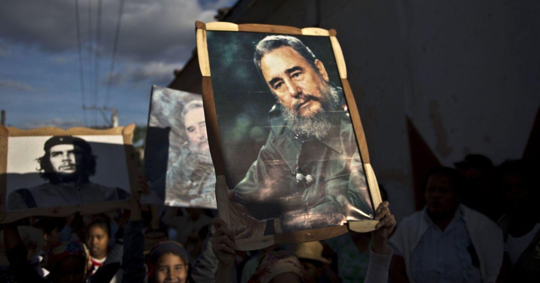 Castro sobrevivió al encarcelamiento en manos del dictador Fulgencio Batista, al exilio en México y a un aparatoso inicio de su rebelión antes de llegar a La Habana triunfalmente en enero de 1959, cuando a los 32 años de edad se convirtió en el gobernante más joven de Latinoamérica.