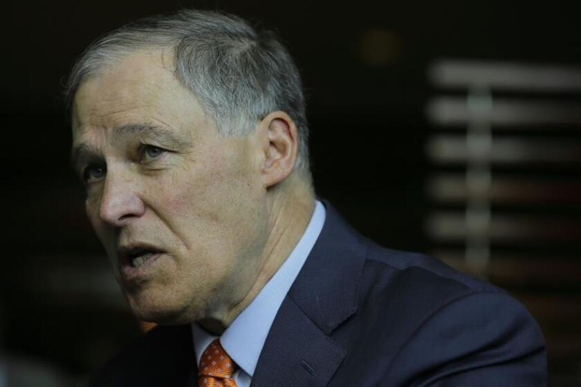 El gobernador del estado de Washington (EE.UU.), Jay Inslee, habla durante una entrevista. EFE/Archivo