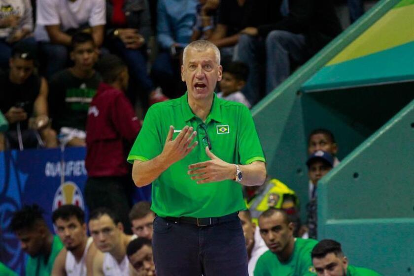 La selección masculina de baloncesto de Brasil, bajo el comando del técnico Aleksandar Petrovic, recibirá a dominicanos y canadienses en el gimnasio Wlamir Marques, la casa del club Corinthians, en Sao Paulo, la mayor ciudad del país, para los partidos por la quinta ventana de las eliminatorias mundialistas. EFE/Archivo