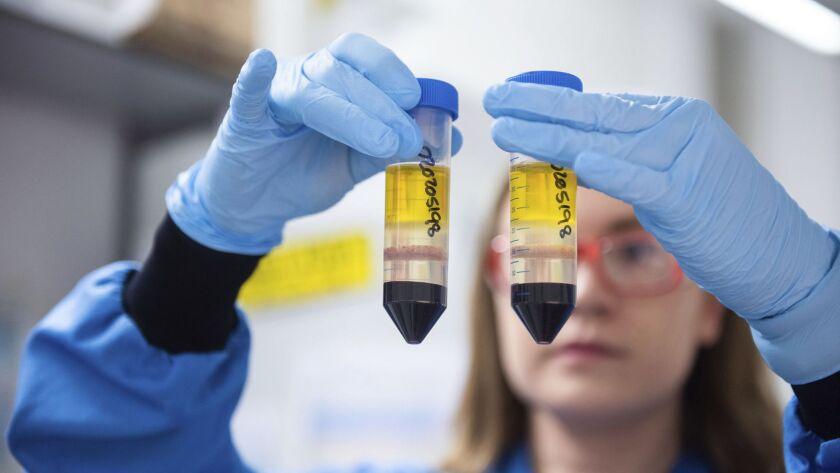 ¿Se pueden combinar las vacunas contra COVID-19 de 2 dosis?