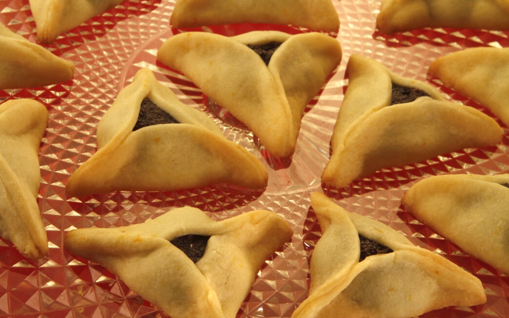 Hamantaschen with poppyseed filling