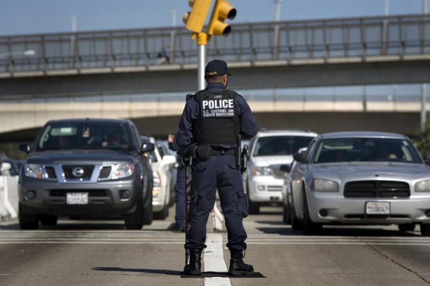 Un agente de la Oficina de Aduanas y Protección Fronteriza (CBP) de EE.UU. EFE/Archivo