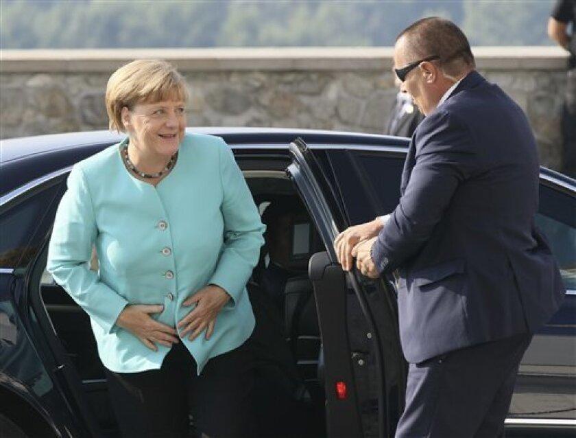 Los líderes de la Unión Europea se reunieron el viernes en un castillo medieval en Eslovaquia con la esperanza de encontrar una propuesta de frente común para el bloque tras la anticipada marcha de Gran Bretaña y ante los grandes desacuerdos en aspectos que van desde la migración descontrolada a la economía.
