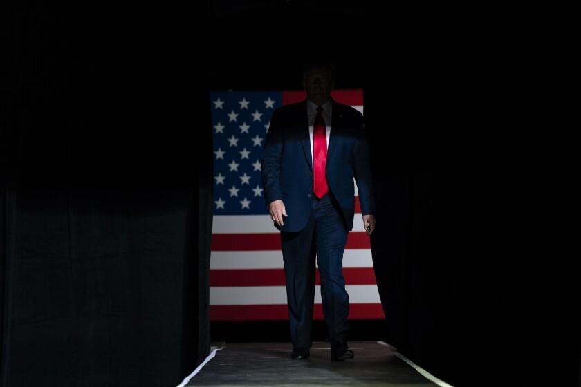 El presidente Donald Trump llega a un mitin en el BOK Center en Tulsa, Oklahoma, el 20 de junio de 2020. (AP Foto/Evan Vucci)