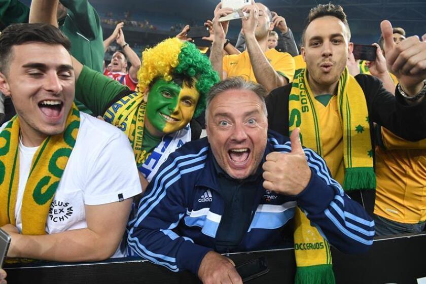 Vista de varios aficionados de diferentes equipos de fútbol participantes en la Copa Mundial de Rusia. EEUU avisó este viernes a sus ciudadanos de posibles ataques terroristas durante el Mundial de Rusia a través de una alerta de viaje. EFE/Archivo