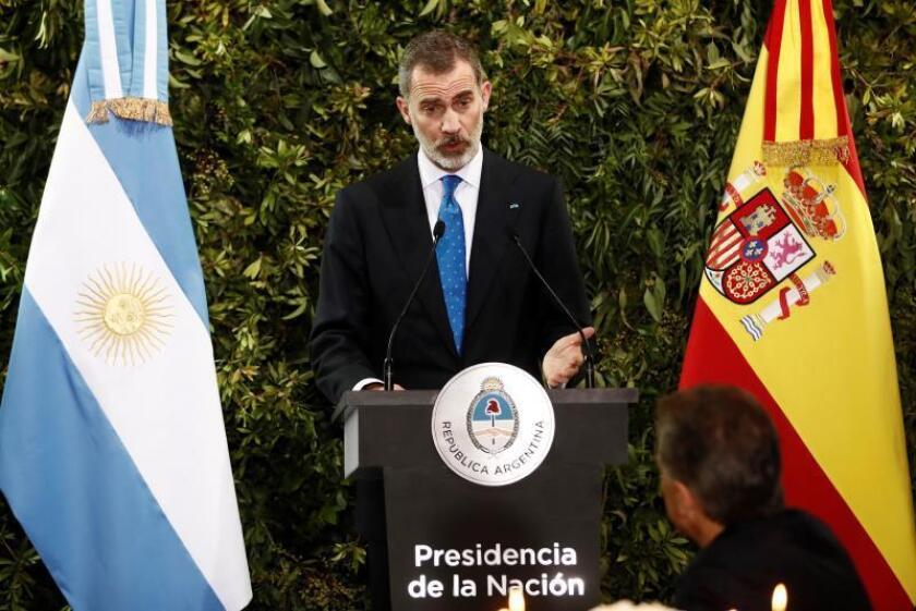 Spain's King Felipe (C) speaks during a gala dinner in his honor, chaired by Argentinian President Maruicio Macri, at the CCK Cultural Center, in Buenos Aires, Argentina, March, 25, 2019. EFE/ Mariscal