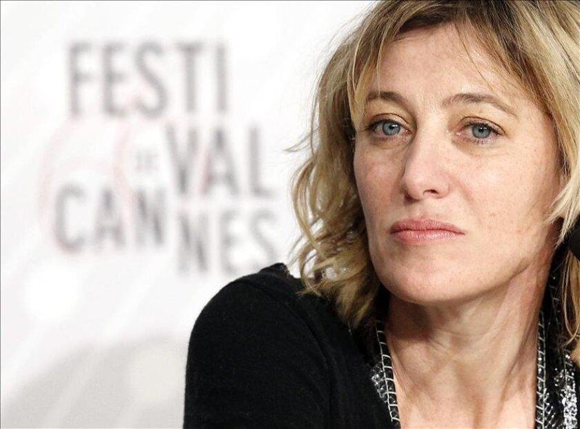 """La actriz y directora francesa Valeria Bruni Tedeschi ofrece una rueda de prensa sobre la película """"Un chateau en Italie"""" durante la 66 edición del Festival de Cine de Cannes en Francia hoy, martes 21 de mayo de 2013. EFE"""