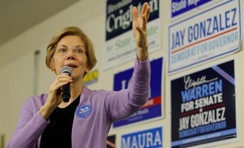 La senadora estadounidense Elizabeth Warren (c) hace campaña por la reelección el lunes 5 de noviembre de 2018, en Lynn, Massachusetts (EE.UU.). EFE/Archivo