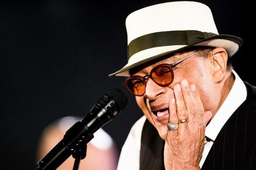 El cantante de jazz Al Jarreau falleció hoy en Los Ángeles a los 76 años de edad, después de anunciar su retirada recientemente de los escenarios tras ser hospitalizado por fatiga. EFE/EPA/ARCHIVO/SOLO USO EDITORIAL