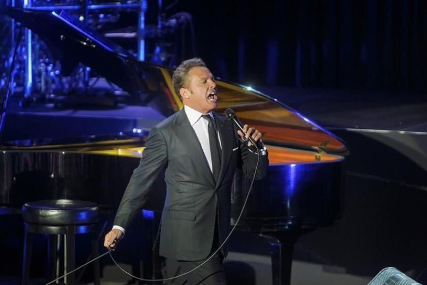 Luis Miguel llegará a 31 presentaciones en el Auditorio Nacional de Ciudad de México durante el 2018 con los 16 conciertos programados a partir de mañana 2 de octubre y hasta el 29 de noviembre, informaron hoy los organizadores. EFE/ARCHIVO