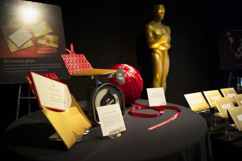 Vista de un ejemplo del sobre que contiene la información sobre los ganadores de la la 88 edición de los Óscar y que fue mostrado durante la presentación, el jueves 18 de febrero de 2016, del menú y la decoración de ese año del Governor's Ball, el evento al que acudirán unos 1.500 invitados, entre ganadores, nominados, presentadores y otros participantes de la 88 edición de los Óscar. EFE/Archivo