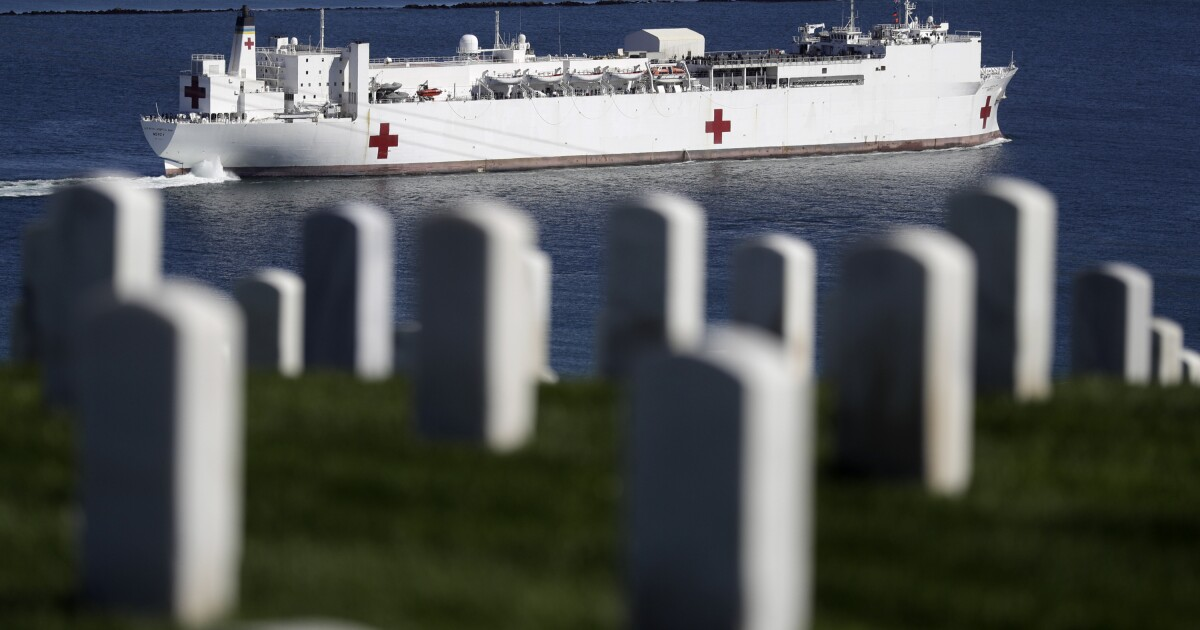 FBI untersucht, ob ein Mann angeklagt, der Zug-Entgleisung in der Nähe von USS Mercy hat verbindungen zu extremistischen Gruppen