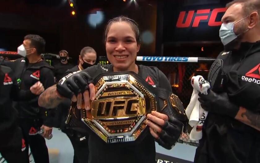 La campeona de peso gallo de UFC, Amanda Nunes (19-4)