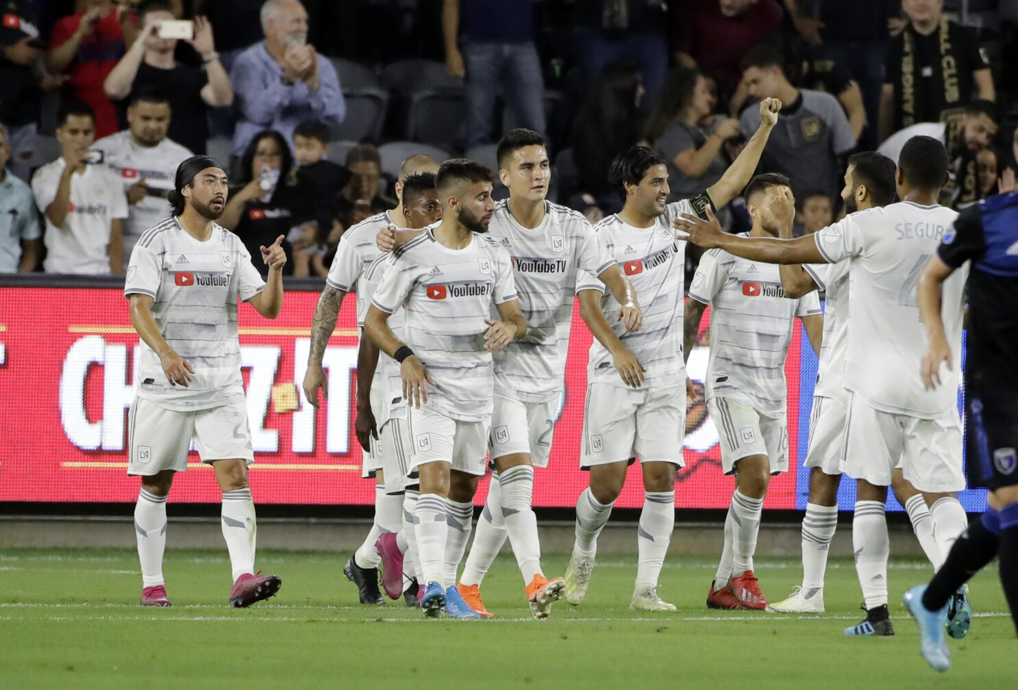 Carlos Vela scores two goals in LAFC's rout over Earthquakes