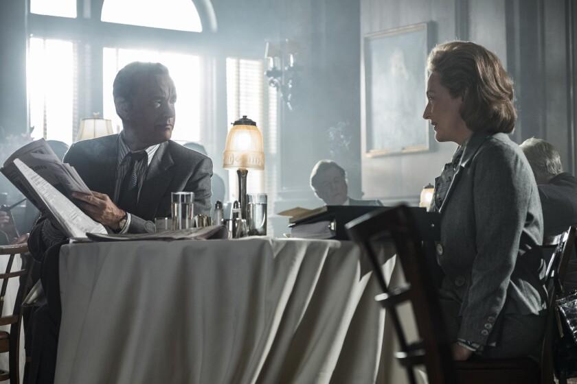 """Tom Hanks (como Ben Bradlee) y Meryl Streep (como Kay Graham) en una escena de """"The Post""""."""