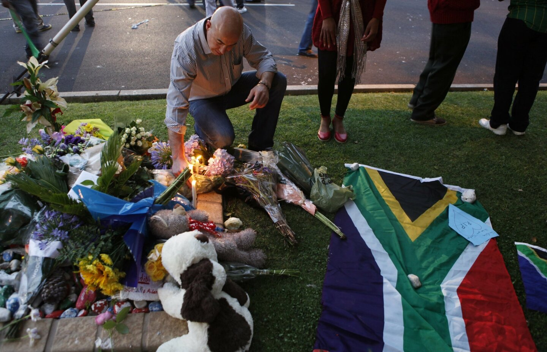 World mourns Mandela
