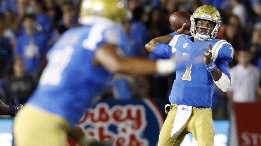 PASADENA, CALIF. - SEP. 28, 2018. UCLA quarterback Dorian Thompson-Robinson connects with tight end