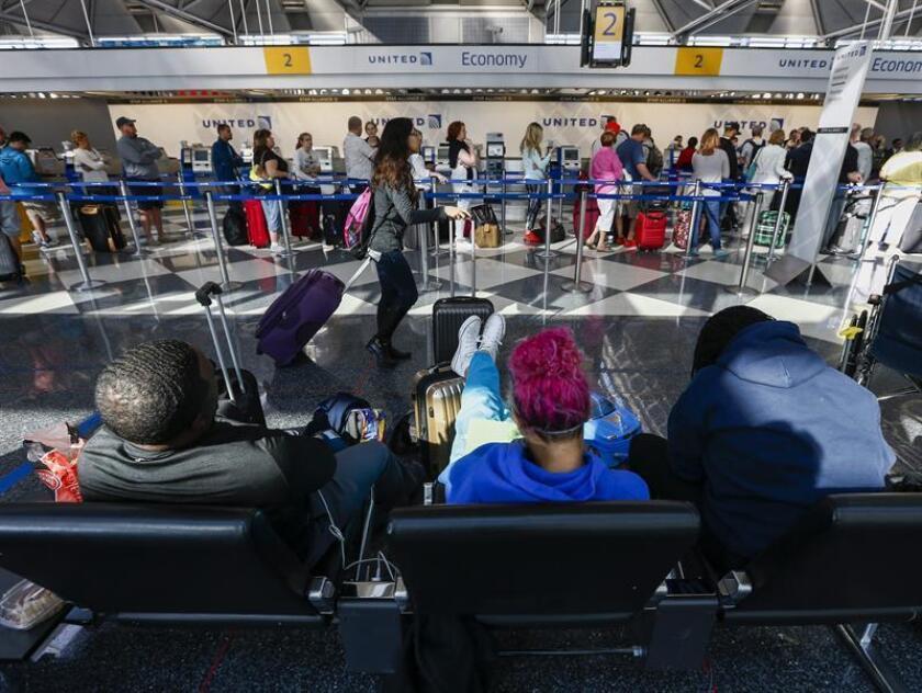 Registro general de una de las zonas de tránsito del aeropuerto internacional de O'Hare, en Chicago (Illinois, EE.UU.). EFE