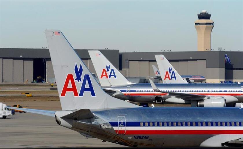American Airlines anunció hoy un beneficio neto de 1.094 millones de dólares durante los primeros nueve meses del año, un retroceso interanual del 41,3 % causado principalmente por la subida en los precios del combustible. EFE/Archivo