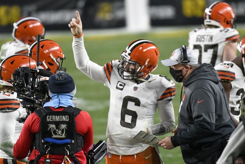 Cleveland Browns offensive coordinator Alex Van Pelt talks with quarterback Baker Mayfield.