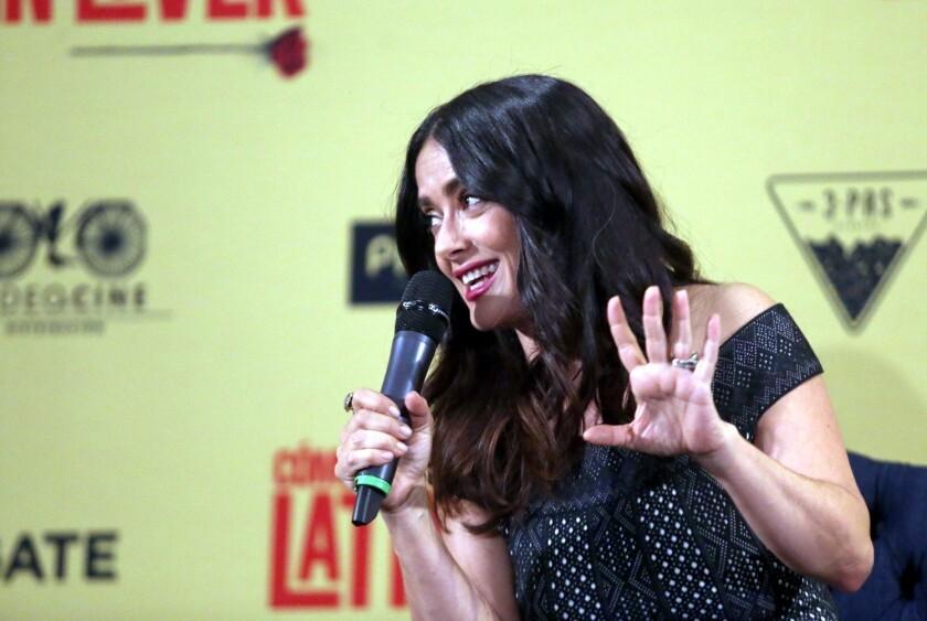La actriz y productora Salma Hayek demostró que no le gusta que le cobren de más.