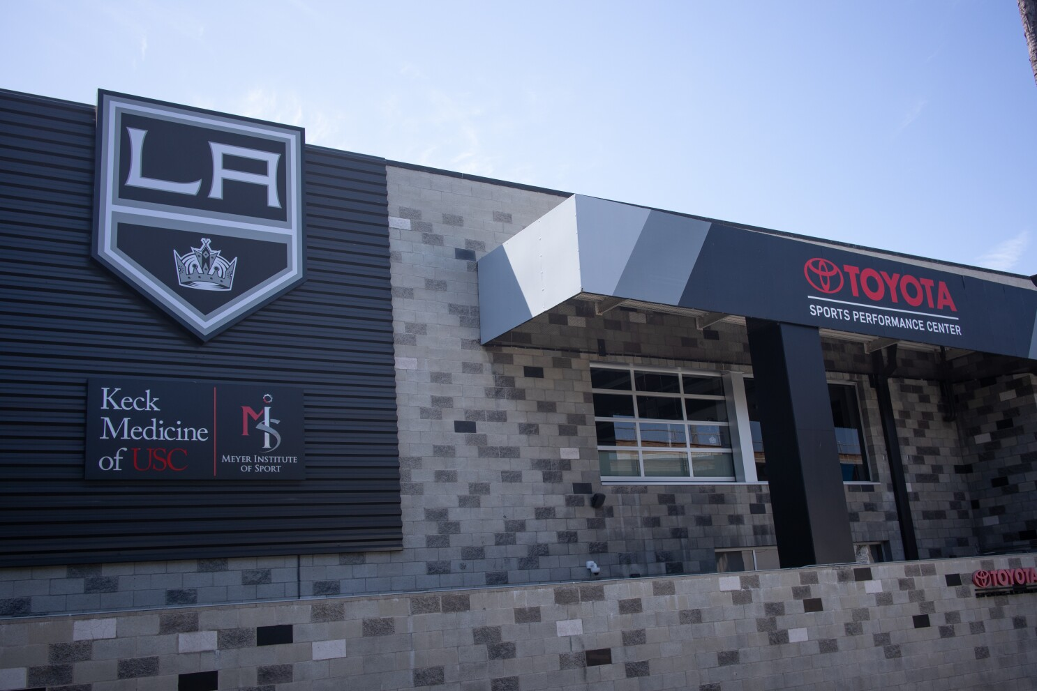Sports Clinic At Kings Practice Facility Will Be Open To The Public Los Angeles Times