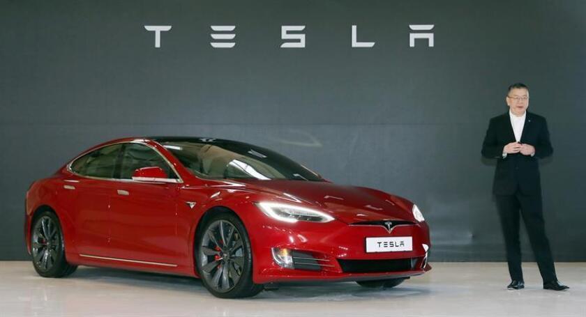 Fotografía de archivo del 26 de febrero de 2018, del Tesla modelo S P100D durante su presentación en un evento en Gimpo, provincia de Gyeonggi (Corea del Sur). EFE/Archivo
