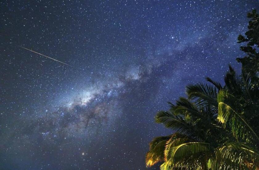 Para los científicos, la caza de los meteoritos que cruzan la atmósfera terrestre y la posterior localización de sus fragmentos tras llegar al suelo del planeta se ha vuelto un objetivo sobre el que se ha avanzado un gran trecho gracias a una nueva herramienta. EFE/Archivo