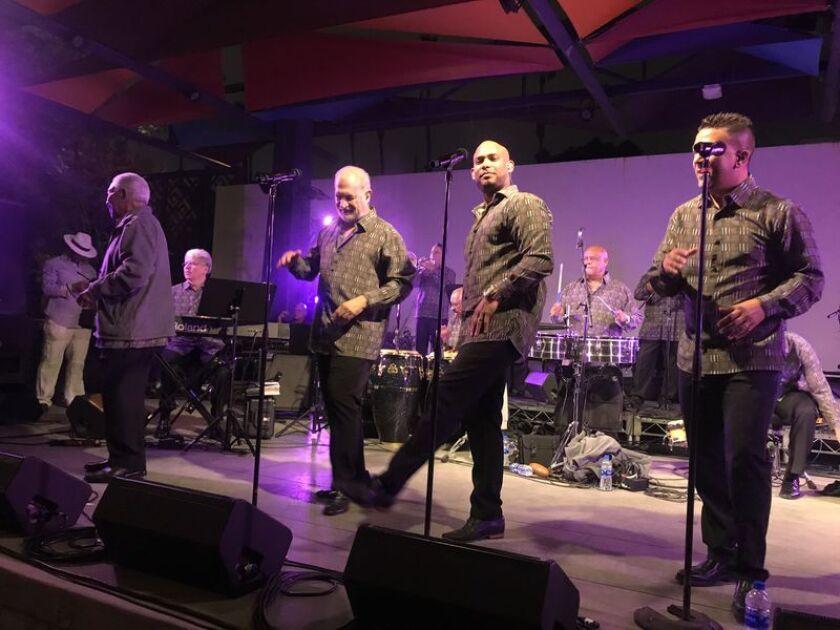 Los integrantes de El Gran Combo durante su show del 2019 en el Sur de California.