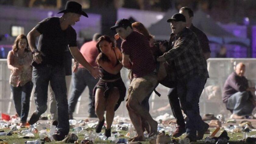Los tiroteos masivos en Estados Unidos son un acontecimiento familiar. Pero ¿por qué surgen teorías de conspiración que los niegan y se propagan tan rápidamente?