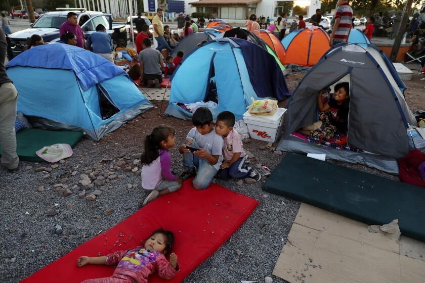 la-photos-1staff-467195-na-migrant-mexicans-bridge-gxc-0562-202100709