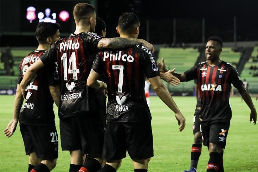 En la imagen, un registro de otra actuación de los jugadores de Atlético Paranense. EFE/Archivo