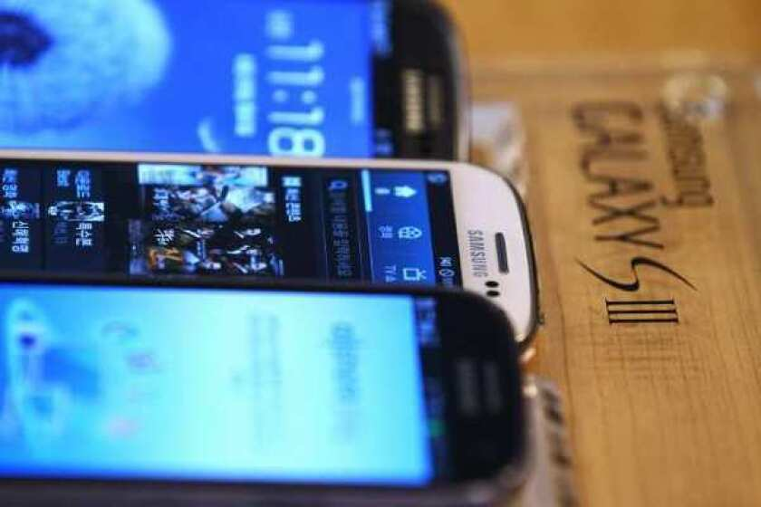 The patent infringement trial between Apple and Samsung began Monday in federal court in San Jose.