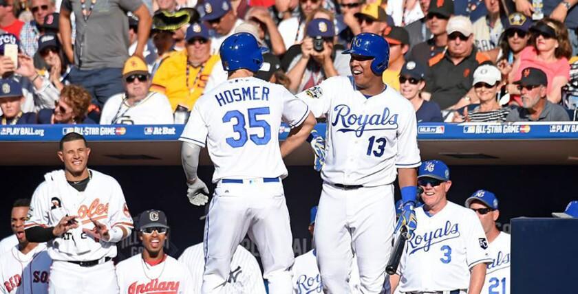 Salvador Pérez (d) y Eric Hosmer (i) se convirtieron en el segundo par de compañeros de equipo en conectar cuadrangulares en un Juego de Estrellas; la Liga Americana ganó a la Liga Nacional.