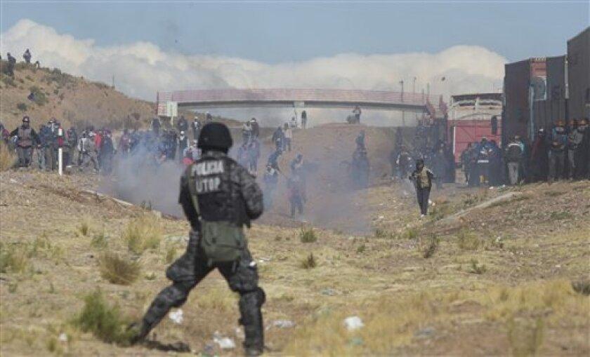 """El presidente de Bolivia calificó el viernes de """"conspiración política"""" el secuestro y asesinato del viceministro de Régimen Interior por parte de mineros que realizan una protesta con toma de carreteras en el occidente del país."""