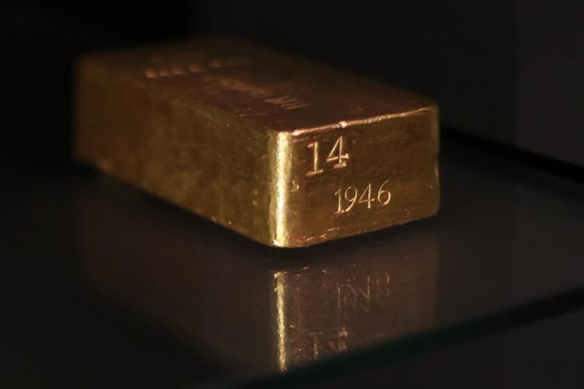 Vista de un lingote de oro. EFE/Archivo