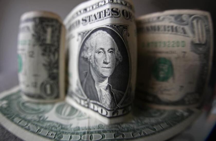 El déficit del presupuesto federal alcanzará los 960.000 millones de dólares en el año fiscal 2019 y el billón de dólares en 2020, según los pronósticos publicados hoy por la Oficina Presupuestaria del Congreso (CBO, en sus siglas en inglés).EFE/Marcelo Sayão/Archivo