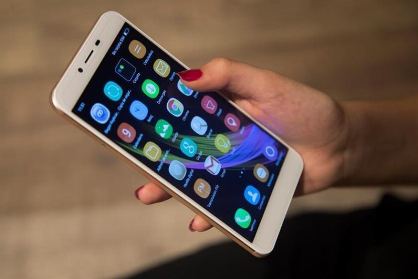Las autoridades del Condado de Orange, en el sur de California, presentaron hoy un servicio de mensajería de texto al número de emergencia 911, que opera desde hoy y está dirigido a personas con problemas auditivos o de habla. EFE/Archivo