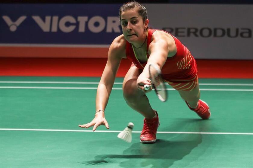La española Carolina Marín durante el partido del Masters de Bádminton de Malasia disputado ante la tailandesa Nitchaon Jindapol en Kuala Lumpur, Malasia, ayer. EFE