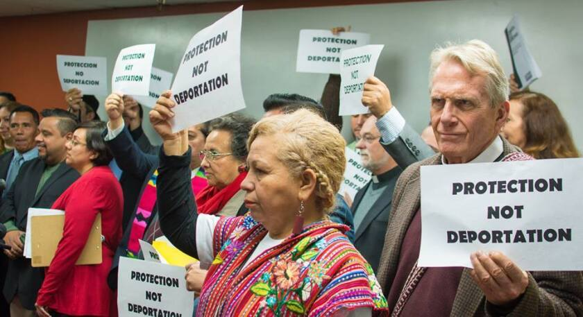 """Foto de archivo. Los activistas aprovecharon la oportunidad para explicar que los inmigrantes centroamericanos vienen huyendo de la violencia en sus países y """"hay que mirar el lado humano""""."""