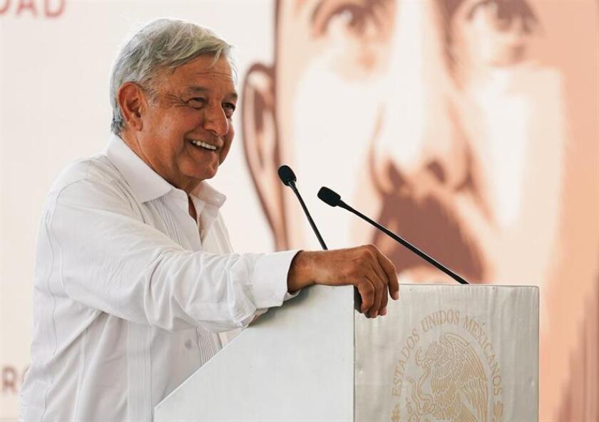 En la imagen un registro del presidente de México, Andrés Manuel López Obrador, quien presentó este domingo en Tijuana la Zona Libre de la Frontera Norte, como polo de desarrollo económico en la región. EFE/Archivo