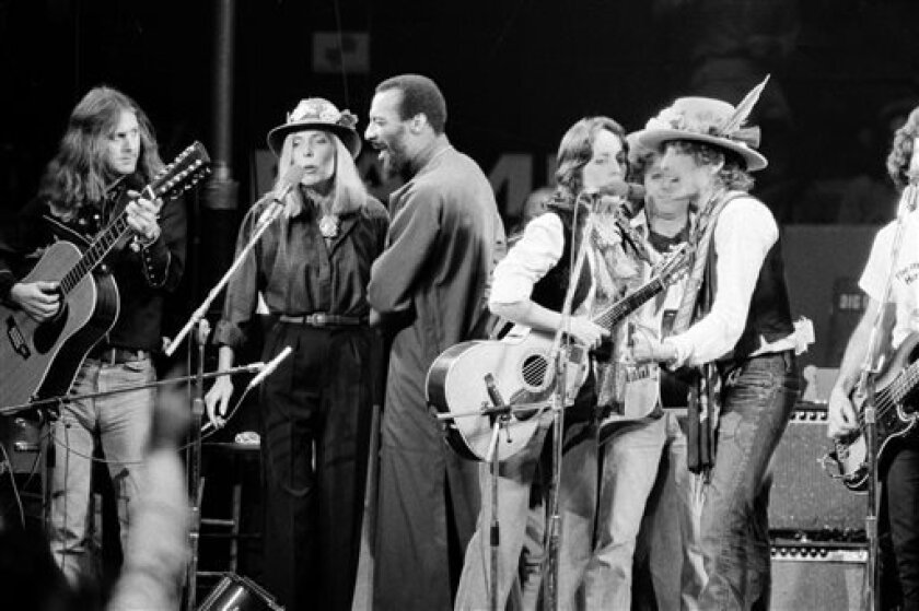 "In this Dec. 1975 file photo, musicians Roger McGuinn, Joni Mitchell, Richie Havens, Joan Baez and Bob Dylan perform the finale of the The Rolling Thunder Revue, a tour headed by Dylan. McGuinn, the former leader of The Byrds, says his new concert tour with Marty Stuart and The Fabulous Superlatives will have a free-flowing format ""pretty similar to to 'The Rolling Thunder Revue'."" (AP Photo, File)"