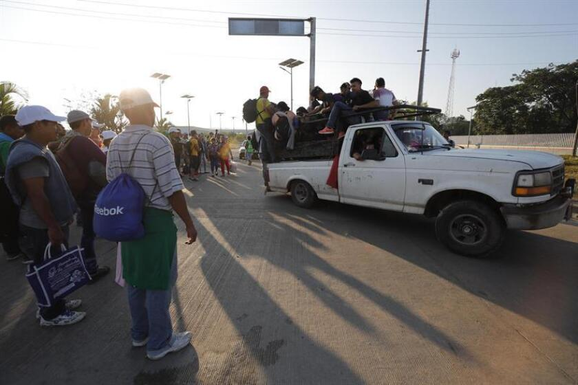 Migrantes hondureños inician otro día de travesía hacia su objetivo, Estados Unidos, hoy miércoles, 24 de octubre de 2018, en la población de Huixtla, en el estado de Chiapas(México). EFE