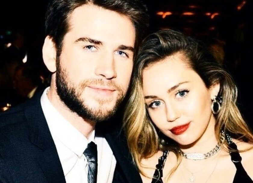 Liam Hemsworth y su esposa Miley Cyrus