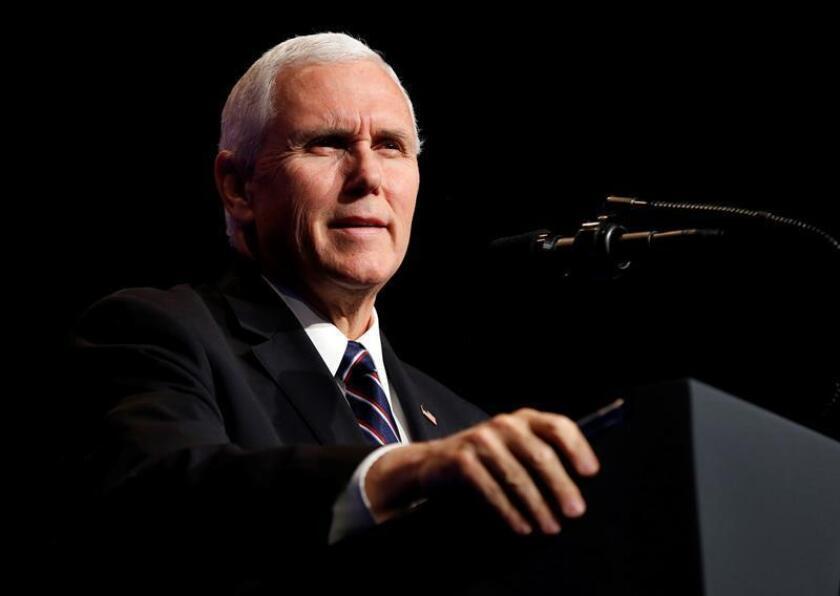 El vicepresidente estadounidense, Mike Pence, ofrece un discurso durante un acto celebrado en el Pentágono, Arlington (Estados Unidos). EFE/Archivo
